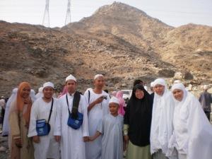 Semasa melawat Jabal Thur..Bukit yg Nabi SAW dan sahabat baginda Saidina Abu Bakar bersembunyi dr org kafir Quraish..Yg cite labah2 tu bukit belkg tu la.